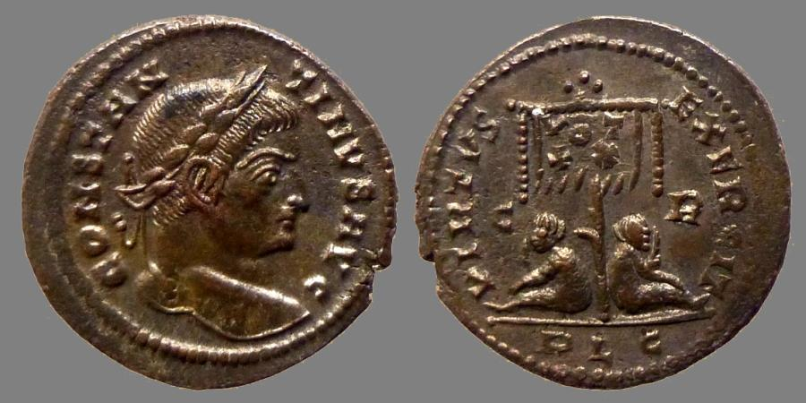 Ancient Coins - Constantine I - Ae reduced follis - VIRTVS EXERCIT - Standard and captives- Lyon - RIC.113 r1 - quality