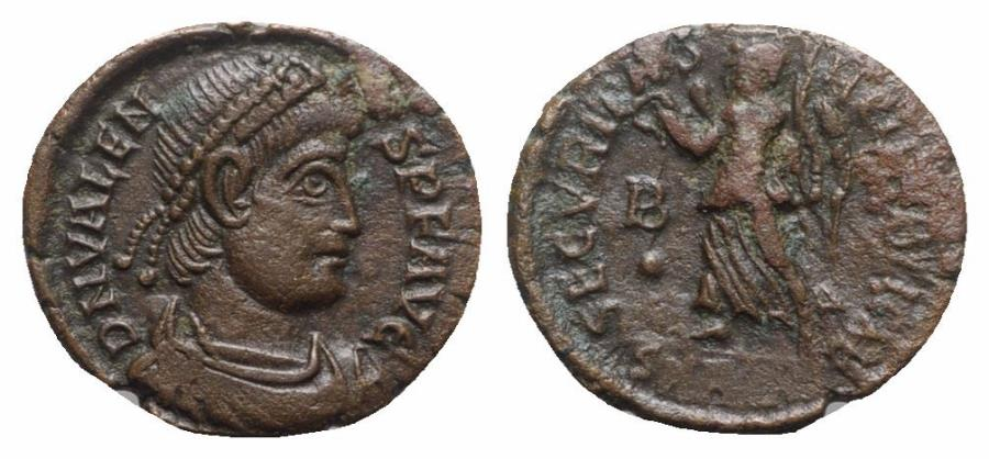 Ancient Coins - Valens (364-378). Æ - Aquileia(?) - R/ Victory