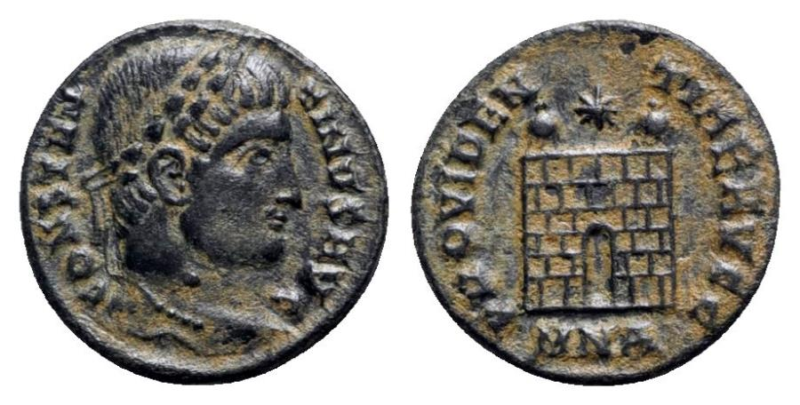 Ancient Coins - Constantine I (307/310-337). Æ Follis - Nicomedia - R/ Camp-gate