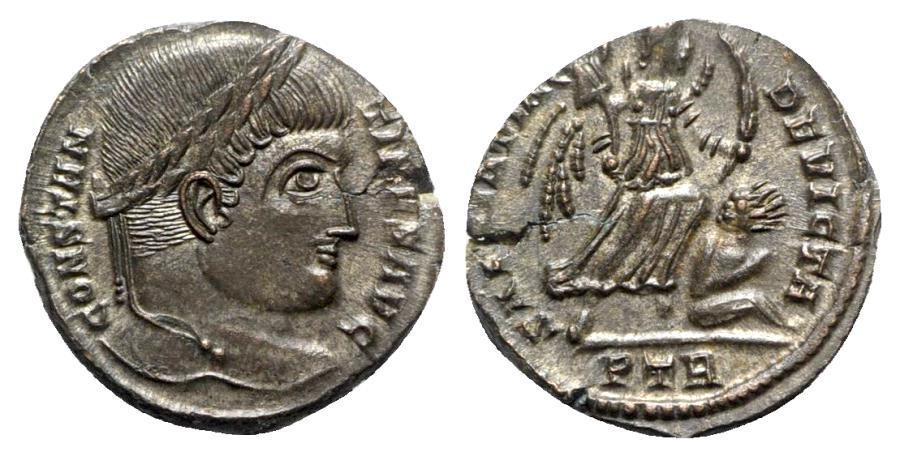 Ancient Coins - Constantine I (307/310-337). Æ Follis - Treveri - R/ Victory with captive