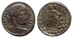 Ancient Coins - Constantine I (307/310-337). Æ Follis - Treveri - R/ Victory with captive