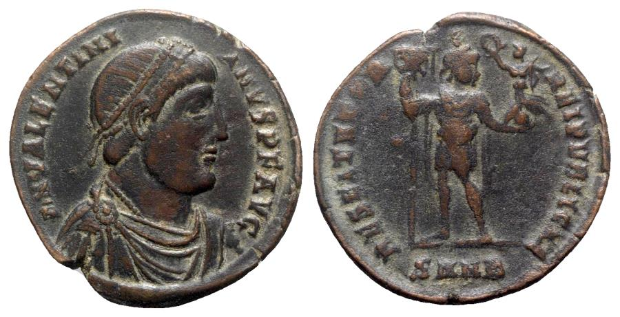 Ancient Coins - Valentinian I (364-375). Æ - Nicomedia - R/ Emperor with labarum and victory