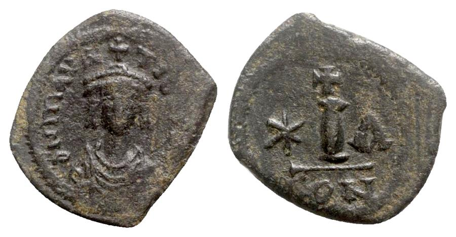 Ancient Coins - Maurice Tiberius (582-602). Æ 10 Nummi - Constantinople