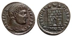 Ancient Coins - Constantine I (307/310-337). Æ Follis - Cyzicus - R/ Camp-gate
