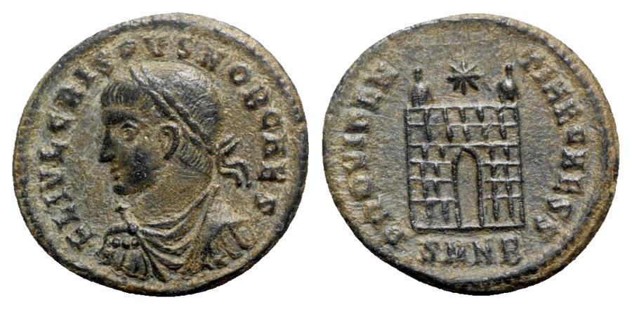 Ancient Coins - Crispus (Caesar, 316-326). Æ Follis - Nicomedia - R/ Camp-gate