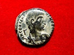 Ancient Coins - Decentius caesar, 350-353 A.D. bronze maiorina (4,78 g. 21 mm.) from Rome mint, 351-352 A.D. Victories holding shield in reverse, */ RT