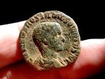 Ancient Coins - Roman Empire - Hostilian Caesar (250-251 A.D.). Bronze sestertius (14,22 g. 27 mm). Rome, 251 A.D. PRINCIPI IVVENTVTIS S-C.